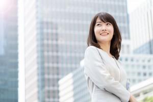 Asian,Businesswoman,Walking,In,City